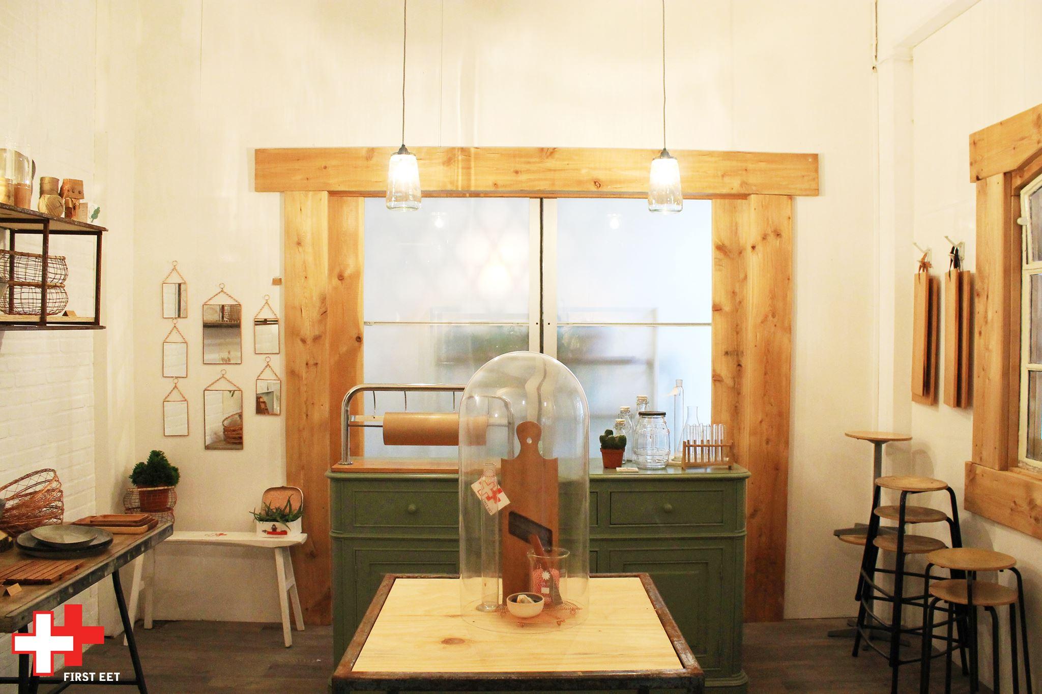 First Eet Café